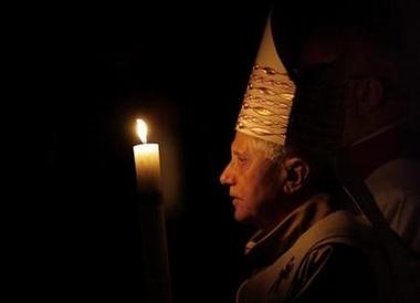 Pope_benedict_xvi_easter_vigil